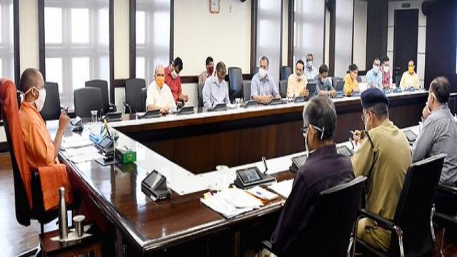 मुख्यमंत्री योगी आदित्यनाथ ने कोविड-19 के संबंध में किया बैठक, अधिकारियो को बेहतर कार्यवाही के दिए आदेश