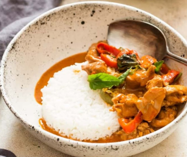 HOMEMADE THAI PANANG CURRY RECIPE WITH CHICKEN