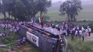 Heavy road accident on Agra-Lucknow Express-th