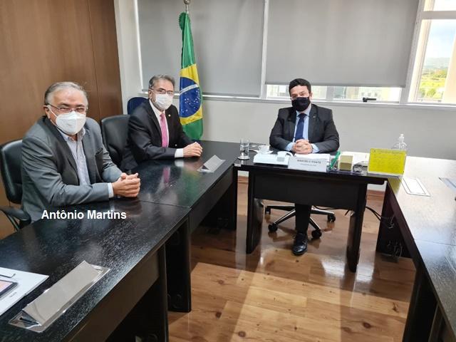 Líder Antônio Martins encontra-se em Brasília atrás de recursos para os municípios de Cariré e Coreaú; obras de construção da escola de tempo integral serão retomadas na cidade de Cariré