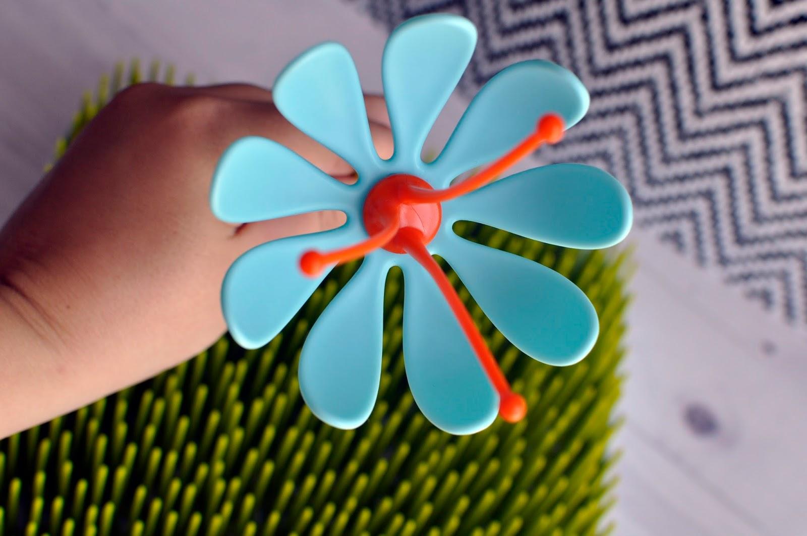 kwiatek-stojak-dosmoczkow-z-suszarki-z-firmy-boon