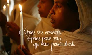... C'est bien la prière qui doit se substituer aux pensées de jugement et de critique. 12983