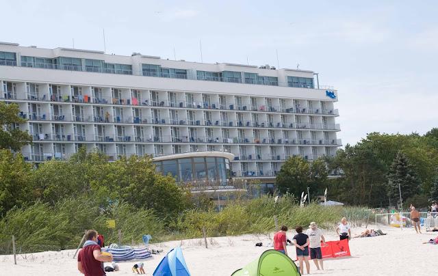 uzdrowisko Bałtyk Kołobrzeg, widok na hotel z plaży