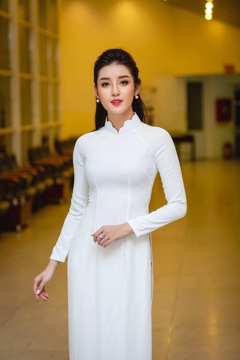 Huyền My đẹp dịu dàng trong trang phục áo dài trắng-ảnh 5