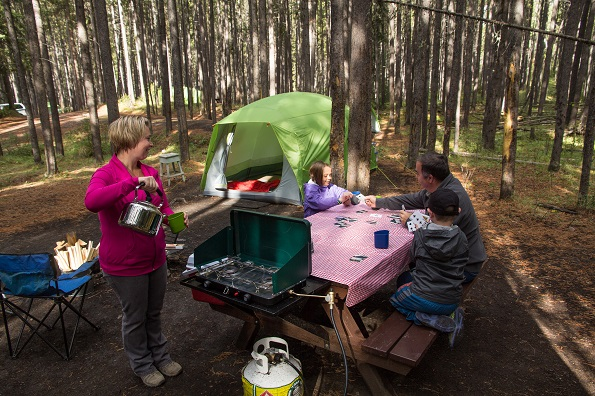 5 Easy Ways to Try Camping for the First Time (photo: © Parks Canada / S. Gignac)