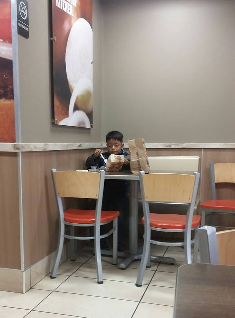A Caring Mother Shared This Tear-Jerking Photo Of A Little Boy Seen Eating Alone, All By Himself In A Fastfood Restaurant!