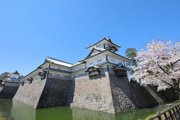 ปราสาทคานาซาว่า (Kanazawa Castle: 金沢城)