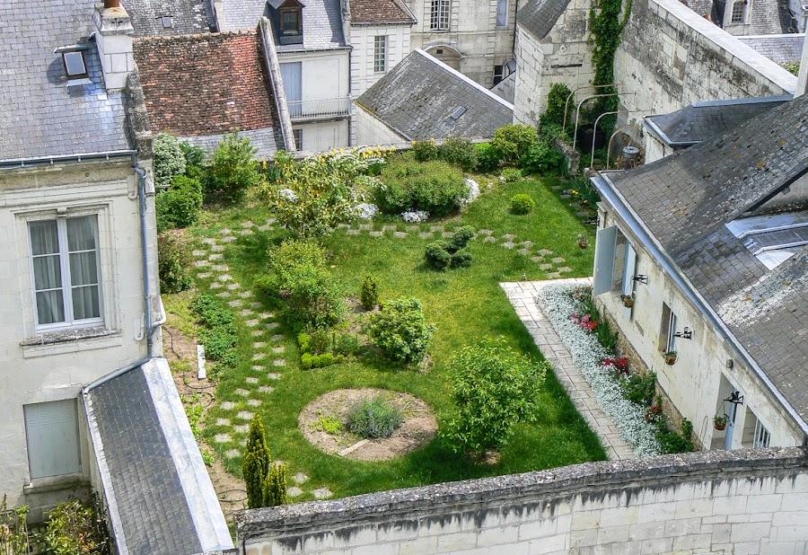 A (not so) private garden