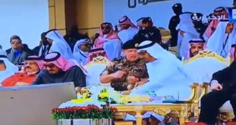 تصرف غير متوقع من محمد بن زايد مع ملك الأردن عندما حاول الملك سلمان فتح قارورة الماء