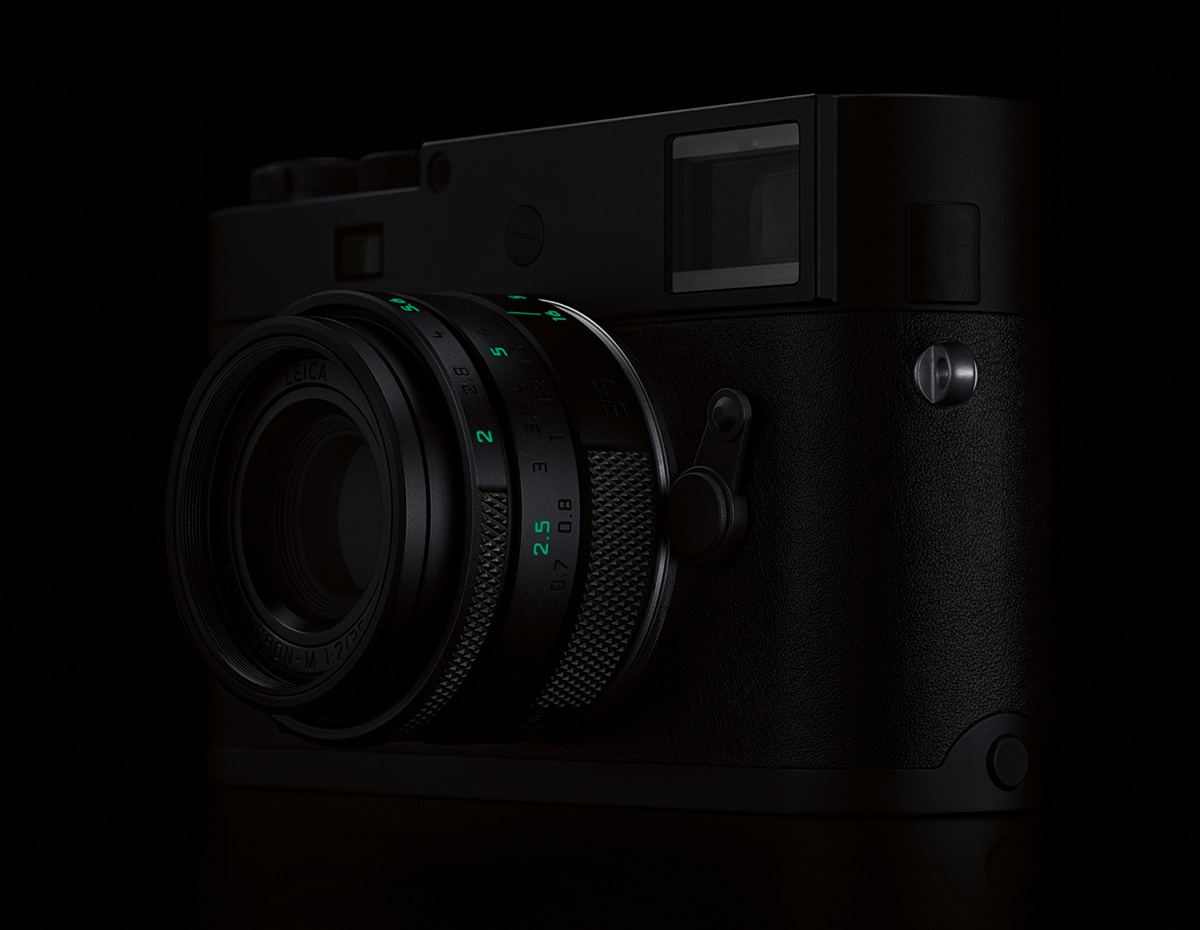 Leica M Monochrom (Typ 246) Stealth Edition в темноте