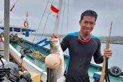 Diam-diam, Personil Satgas TMMD Ke- 111 Ini Ahli Tangkap Ikan Dengan Panah