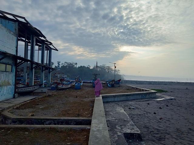 Pantai Jayanti, Ombak Samudra Hindia Yang Serem - sunrise