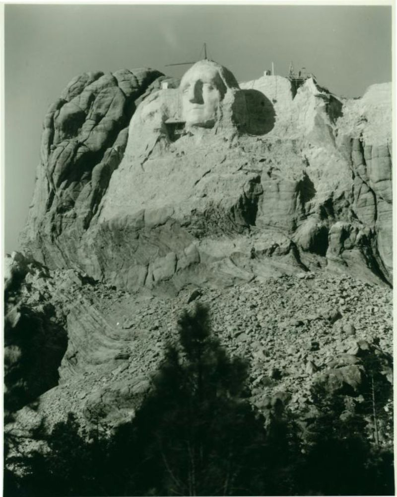 Mount Rushmore And Brave Workers 20 Amazing Photographs