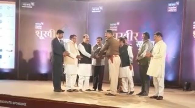 जबलपुर में News18 राज्य स्तरीय पुलिस कर्मचारी सम्मान.. मप्र के वरिष्ठ पुलिस अधिकारियों के साथ.. मप्र शासन के तीन मंत्रियों ने किया.. प्रदेश के श्रेष्ठ पांच निरीक्षकों सहित अन्य पुलिस कर्मचारियों का सम्मान..