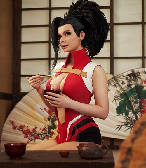 Janet incosplay con su cosplay de Momo Yaoyorozu