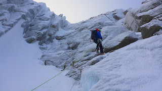 Abseiling into Amphitheatre Chimney Cnap Coire na Spreidhe Cairngorms