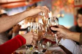 Cambiano le regole della movida, vendita di alcool solo dentro i locali fino alle ore 1,30 e chiusura alle 2