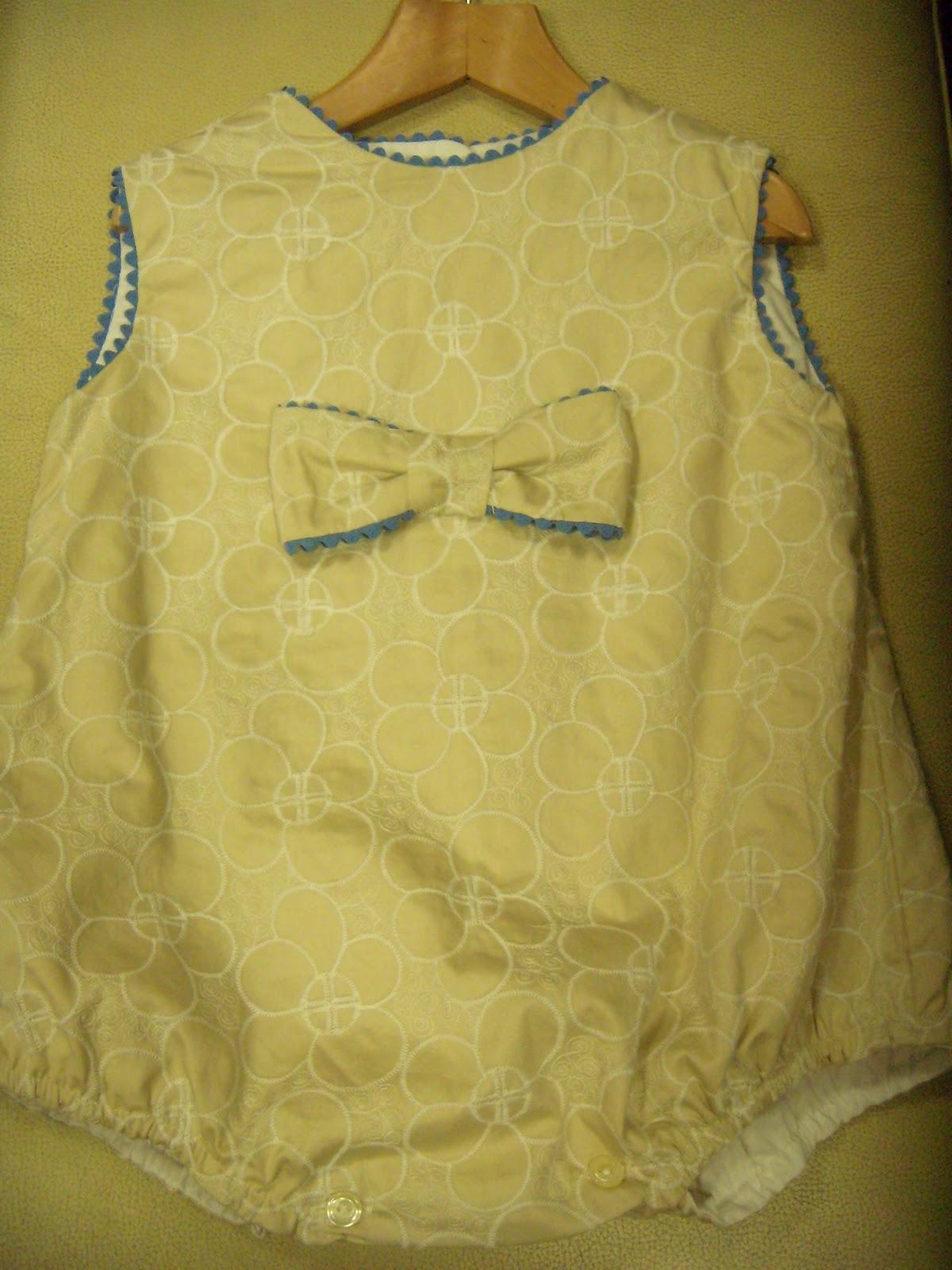 a6b319358 Pelele camel y azulón tallas 6 meses y 12 meses.25 E.-