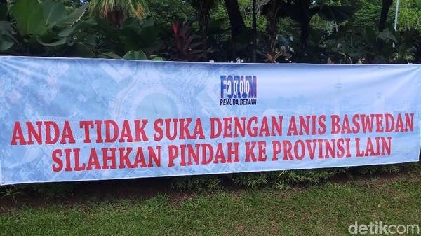 Spanduk Pro-Anies: Tak Suka Anis, Pindah Saja ke Provinsi Lain