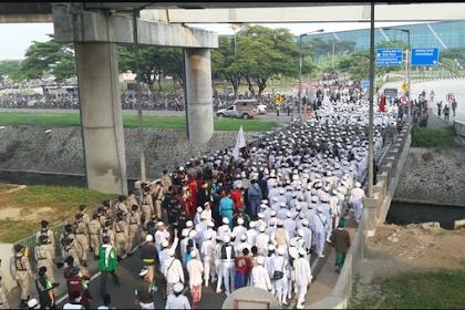 Subhanallah,Penampakan Massa saat Jemput Rizieq di Terminal 3 Bandara Soekarno-Hatta