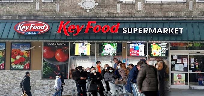 Supermercados dominicanos en NY hacen su agosto en medio de la crisis del coronavirus