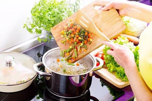 Людина обов'язково повинна їсти супи та бажано щодня. Чи дійсно це так?