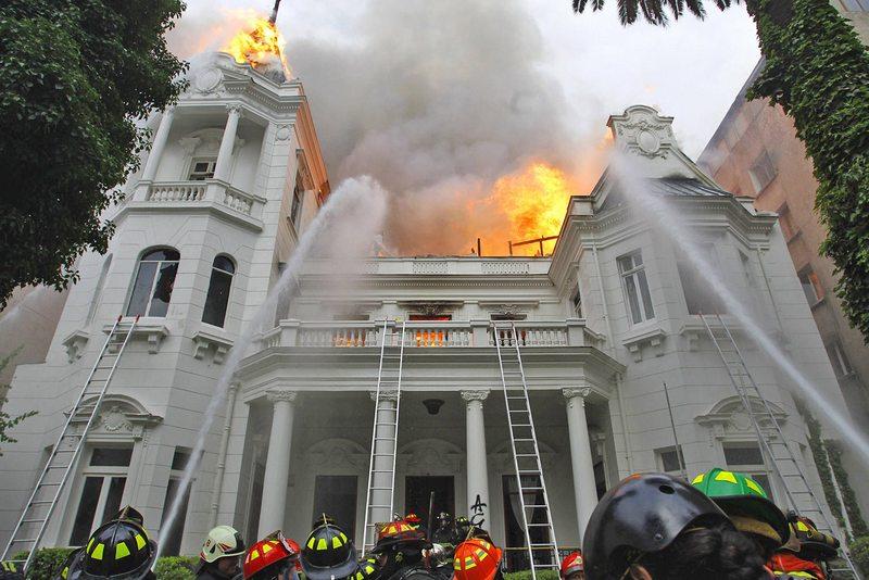 Fiscalía pide diez años de cárcel para acusado de incendiar el Palacio Schneider