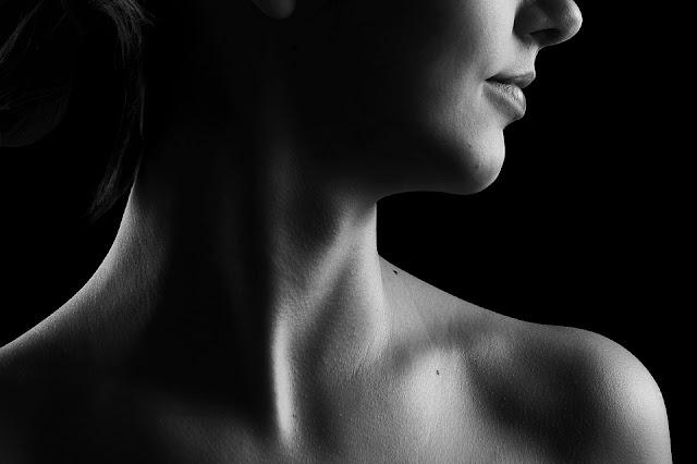 Cara Ampuh Memutihkan Leher Belakang yang Hitam