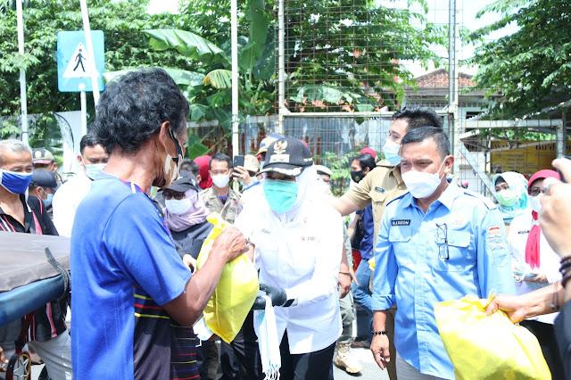 Sambut Ramadhan Wawako Palembang Berbagi Sembako dan Masker
