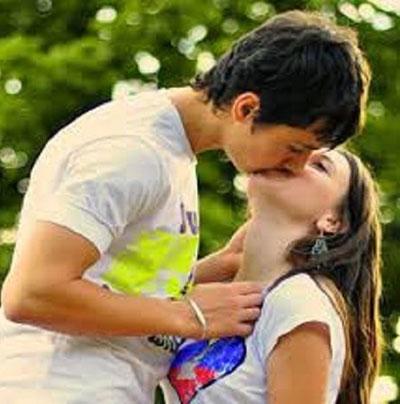 romantic kiss dp for whatsapp dp download