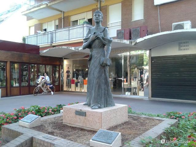 riccione-statua-Maria-Boorman