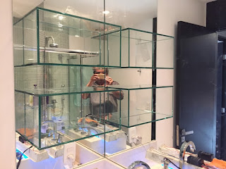 foto de nicho de vidro com colagem uv ultra violeta