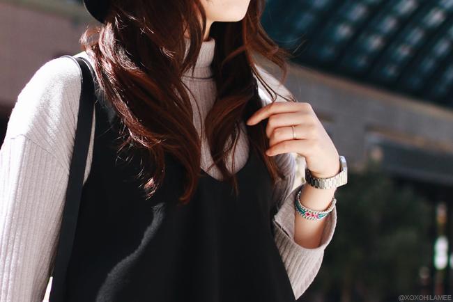 Japanese Fashion blogger 日本人ファッションブロガーOOTD ハイネックニット、ネイビーガウチョパンツ、ブラックレースキャミソール、楽天エナメルネイビーパンプス、one*wayハット、ブルーアイライン 大人カジュアルコーデ