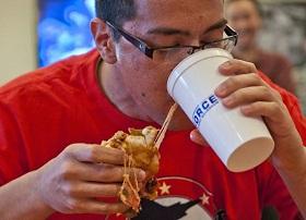 الأكل بسرعة كبيرة