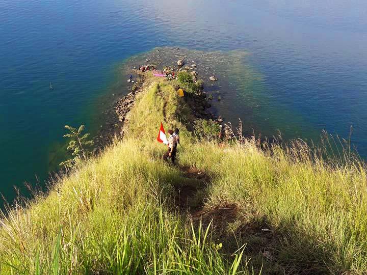 Bukit Sipolha Dan Pulau Hole Gigantik Toba Dari Sisi Horison Traveling Medan