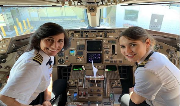 Keren, Ibu Dan Anak Sama-Sama Jadi Pilot Dalam Pesawat Yang Sama