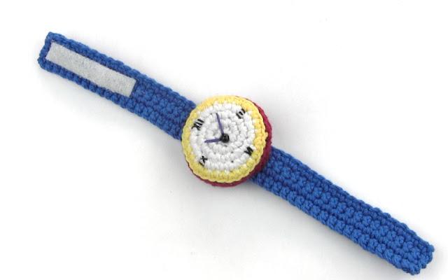 free-crochet-pattern-english-amigurumi-wrist-watch-crochet-pincushion
