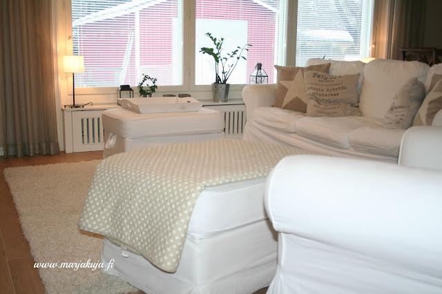 olohuone sisustus ektorp valkoiset sohvat