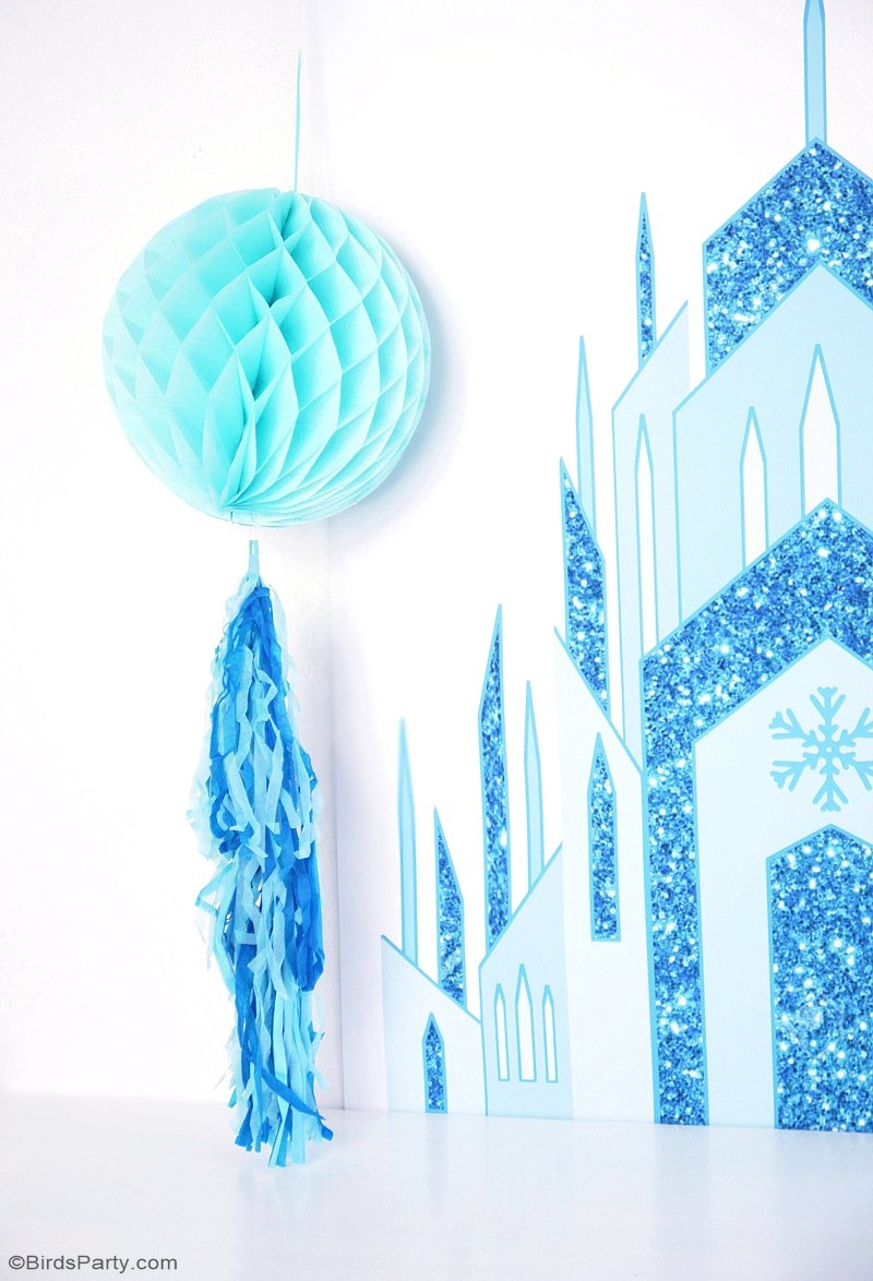 Quick & Easy DIY Frozen Inspired Backdrop - learn to create this stunning, awesome backdrop using printables for your little princesse's birthday party! | BirdsParty.com