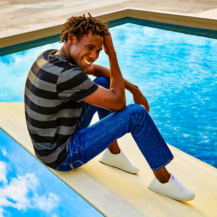 Marca apresenta primeiras peças em jeans produzidas com um copo d'água