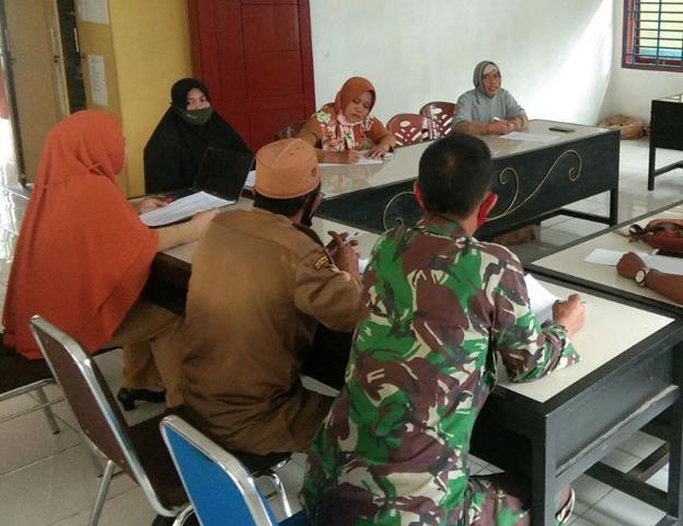 Bersama Dengan Dinas Terkait Personel Jajaran Kodim 0207/Simalungun Laksanakan Komunikasi Sosial