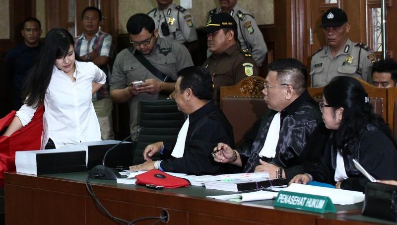 Jessica Kumala Wongso bersama pengacaranya di PN Jakpus