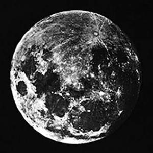Primera Foto de la Luna Completa