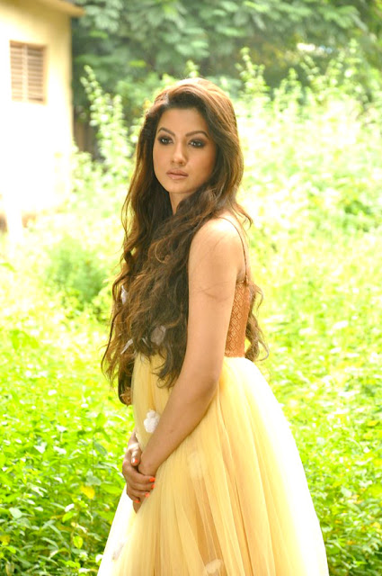 Actress Gauhar Khan sizzling photo shoot