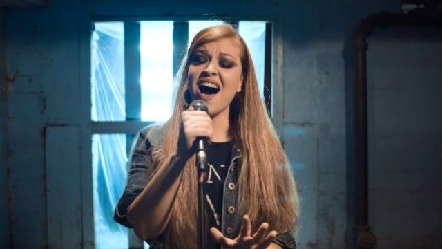 "VICKY PSARAKIS (The Agonist): Ακούστε τη διασκευή της στο ""The Show Must Go On"" των Queen"