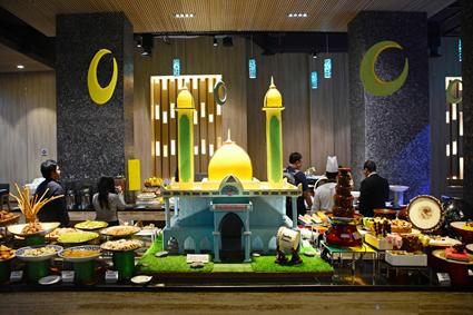 Dekorasi Ramadhan Meja Makan di Hotel