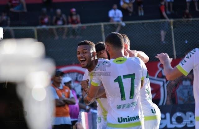 Chapecoense vence Vitória no Barradão e se afasta do Z4