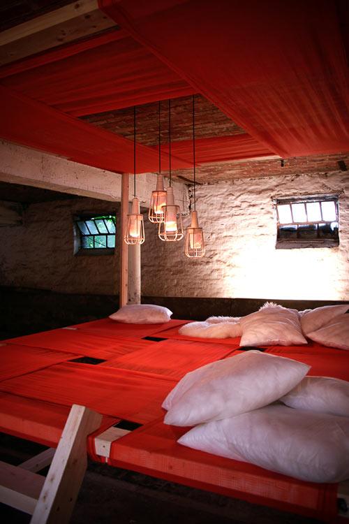 Una cama o espacio de descanso muy creativo