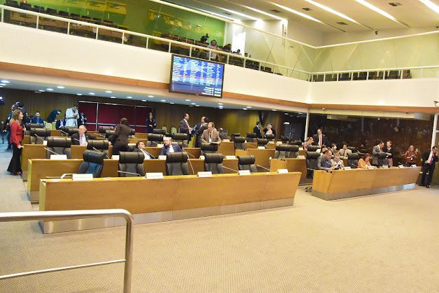 Plenário aprova projetos de lei para criação de cargos de promotor de justiça e de servidor