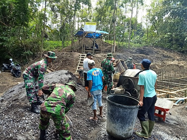 Tingkatkan Kesehatan Masyarakat, TNI Lumajang Bantu Pembuatan IPAL